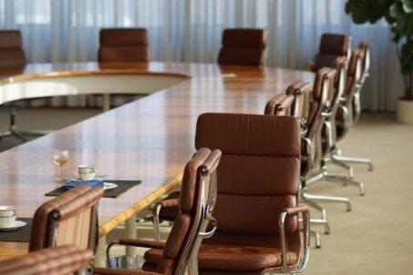 事業承継の方法②従業員承継のメリットとは?動向、注意点も徹底紹介