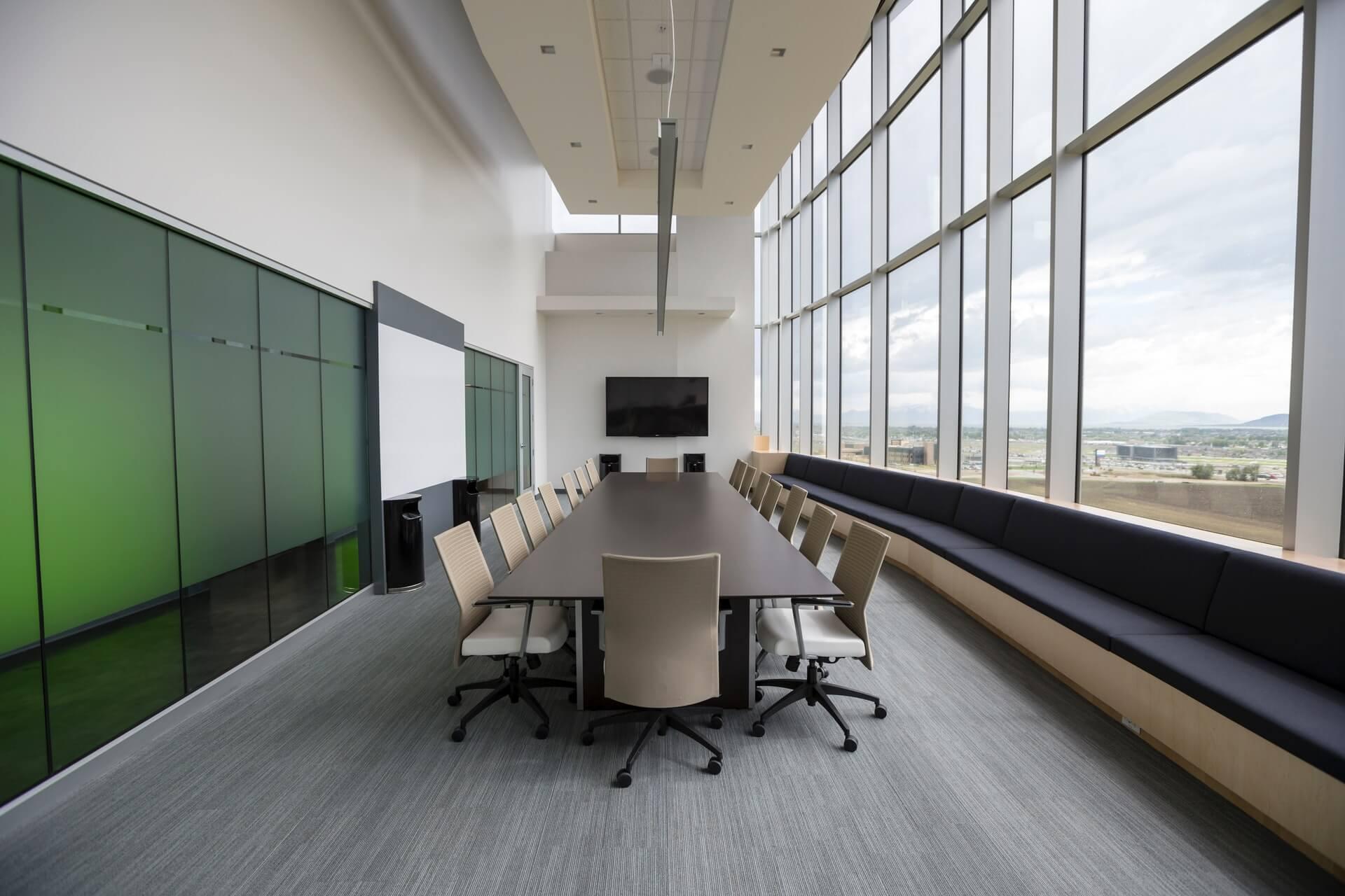 ファミリーオフィスの機能とは?運用上の課題や担当者の役割も解説